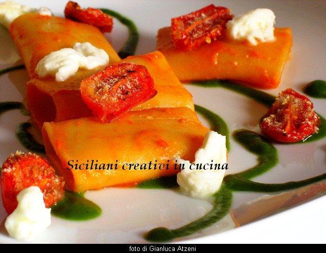 Paccheri con salsa di pomodori confit, crema di basilico e mozzarella di bufala Dop