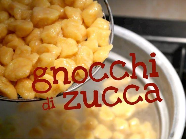 Ricetta molto facile degli Gnocchi di Zucca fatti in casa un primo tradizionale fatto a mano con ingredienti semplici e con un metodo facile