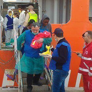 Offerte di lavoro Palermo  Sono 975 tra cui 137 minori i profughi sbarcati al porto di Palermo. Il bambino è nato a bordo della nave norvegese che ha soccorso i naufraghi ed è a tutti...  #annuncio #pagato #jobs #Italia #Sicilia Maxi sbarco di migranti. Tra loro un neonato di appena sei ore