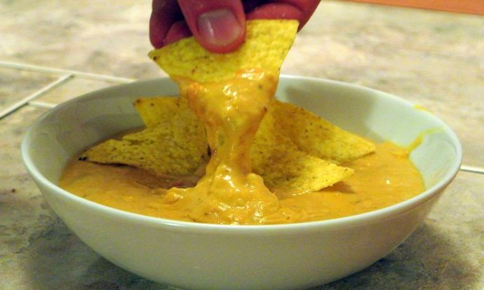 (Ne)sýrový dip k nachos