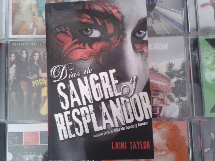 """""""Dias de sangre y resplandor"""" escrito por Laini Taylor:"""