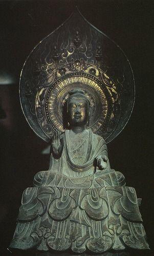 《薬師如来坐像》7世紀 法隆寺金堂                                                                                                                                                                                 もっと見る