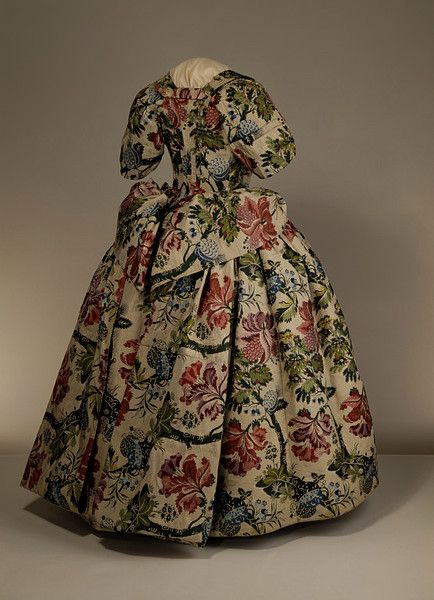 Mantua:  Spitalfields, England (probably, woven 1733-34)  Great Britain (made 1735-1740)