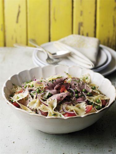 Ensalada de carne de vacuno, guisantes y pasta con aderezo de hierbas http://www.eblex.es/ver_recetas_sencillas.php?id_receta=19 #recetas #gastronomía
