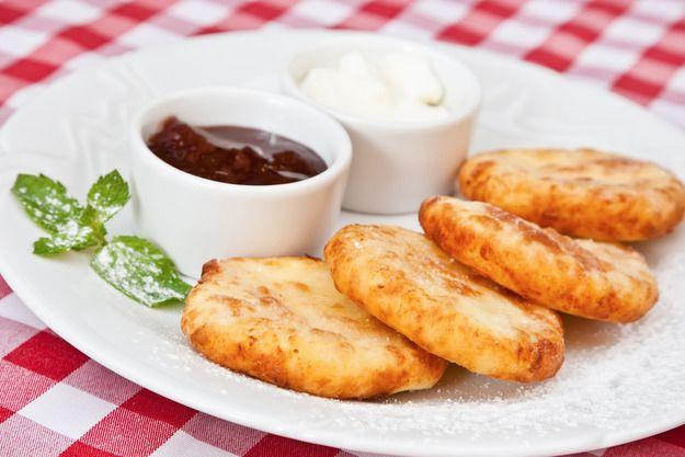 Пять секретов приготовления вкусных и нежных сырников - KitchenMag.ru
