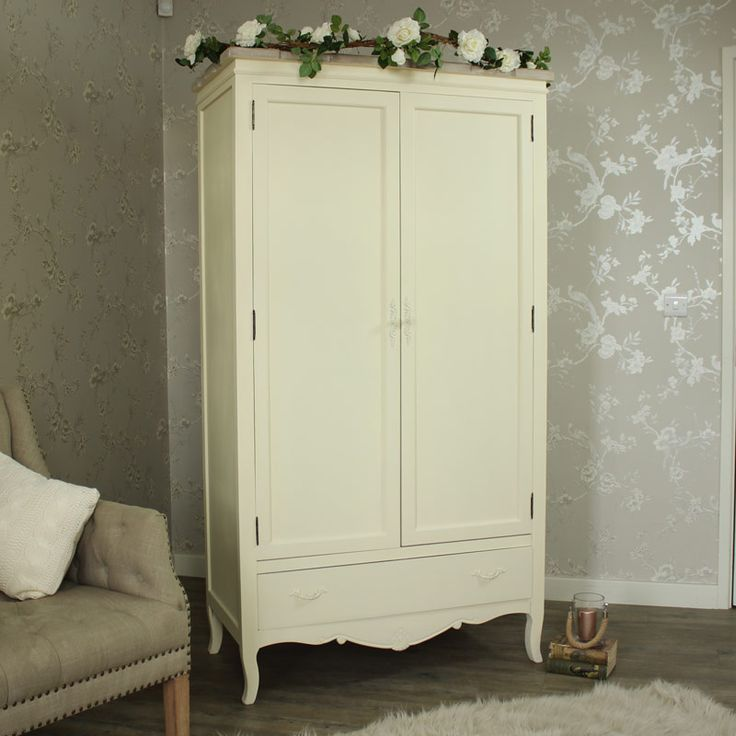 Belfort Range - Cream Double Wardrobe A stylish country cream large double…