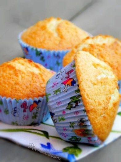 Muffins à la noix de coco. Tout léger et délicieusement exotiques.