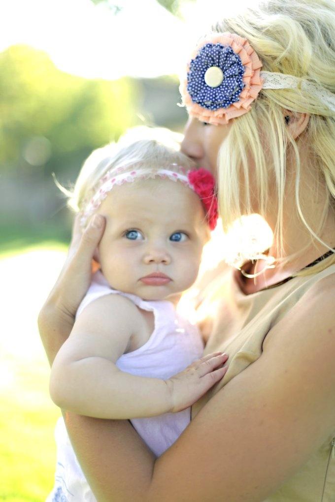 beautiful mama and babe shot, & i love her headpiece.