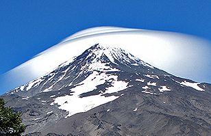 El Volcán Lanín en alerta amarilla: Un gigante dormido despierta | Patagonia