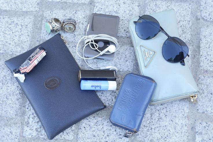 プライベートとオフィス用、財布は2個持ちで使い分け。