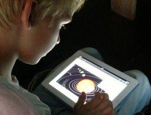 De leukste informatieve e-books voor kinderen  Duh boekjes zijn informatieve e-books voor kinderen van 7 jaar en ouder, speciaal gemaakt voor de iPad, dus vol beeld, geluid en interactie en altijd actueel.  Duh boekjes gaan over onderwerpen die kinderen boeien, zoals vulkanen, ridders en dieren.  Duh boekjes zijn leuk om te lezen en te beleven, maar ook superhandig voor je spreekbeurt of werkstuk.