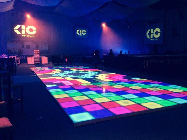 Pista de Baile Iluminada Ness Technology Fabricada en aluminio, terminada en cristal templado, 27 canales dmx. #pista de baile #pista iluminada led #pista led #iluminacion led #led dance floor #led furniture #led template