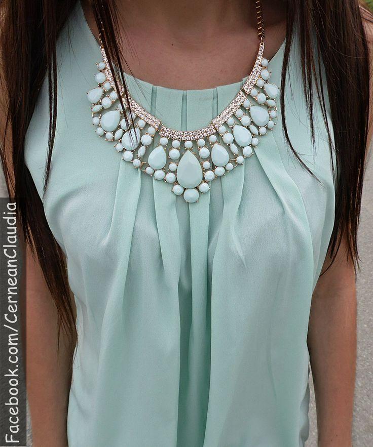 Necklace : http://www.romwe.com/romwe-cutout-drop-shaped-pendant-necklace-p-79366.html?Blog=ClaudiaCernean