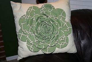 DIY flower pillow: Diy Sewing, Cute Pillows, Flower Pillow, Pillow Tutorial, Craft Projects, Craft Ideas, Pretty Flower