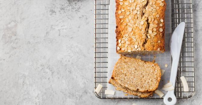 Recette de Cake aux amandes et aux flocons d'avoine minceur. Facile et rapide à réaliser, goûteuse et diététique.