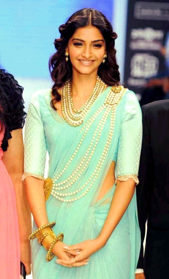 Sonam Kapoor. loving the pearls.