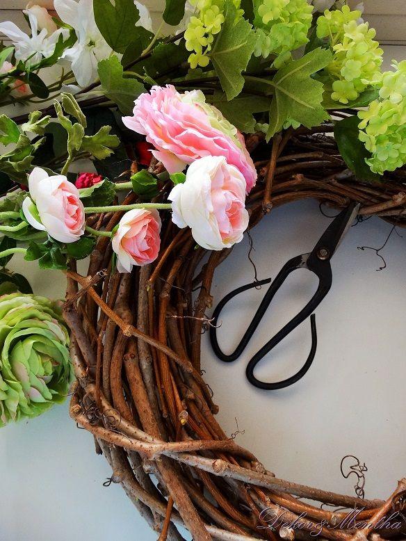 Végre megérkezett a tavasz hozzánk is,   gyönyörű virágok és egy ajtódísz formájában.      Nehéz ellenállni a természet ébredésének.  Ezér...