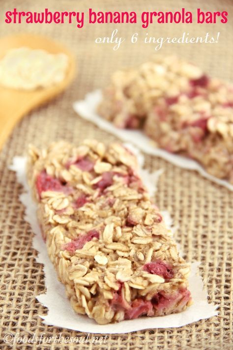 A simple recipe for skinny, clean-eating Strawberry Banana Granola Bars. They taste SO much better than the granola bars sold in stores!