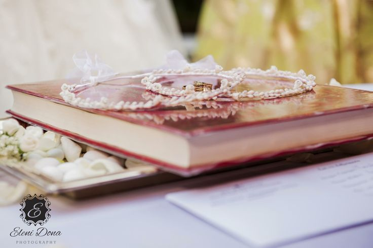 Orthodox wedding ceremony in Athens, Greece. Wedding photography by Eleni Dona.