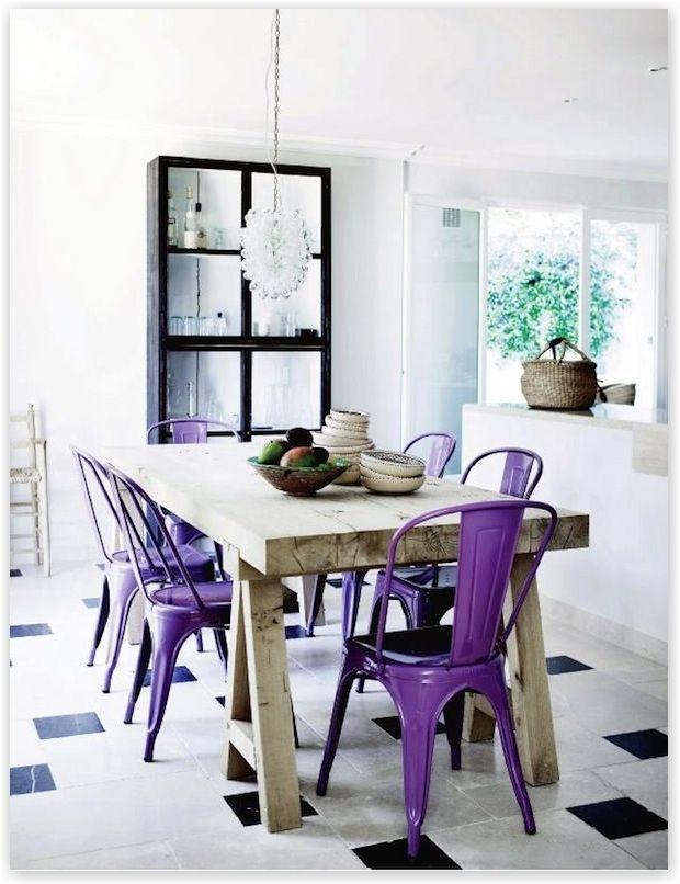 tafel met paarse stoelen #paars #purple http://www.worldwide-living.nl/herfst-in-het-interieur/