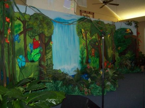 Jungle safari vacation bible school decorating ideas for Decorated bible
