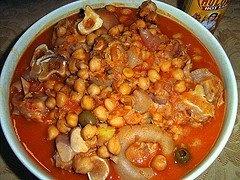 Patitas de cerdo con garbanzos ( Stewed Pig's Feet with Chick Peas). Yum! elboricua.com