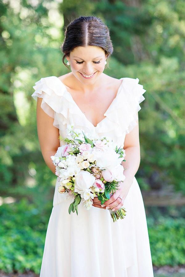 Bride's dress by Liza Emanuel (Bella Dress) - Stunning Adelaide Wedding by Emma Sharkey - via Magnolia Rouge