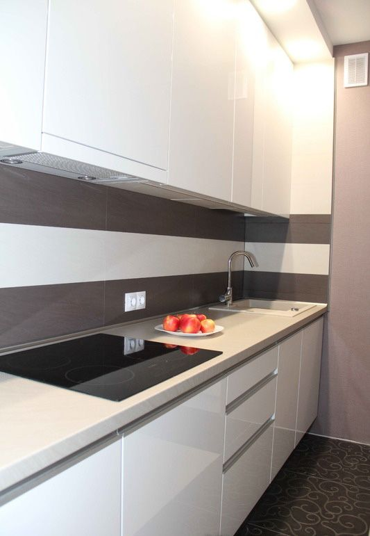 Прямая белая кухня 10 кв.м в стиле модерн (11 фото)