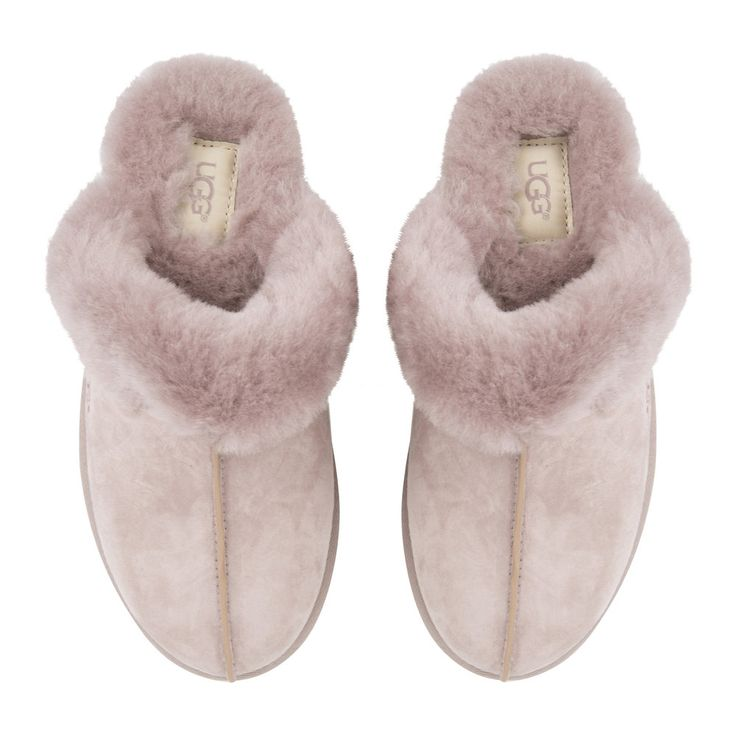 Keep your feet cosy in style with these dusk Scuffette II slippers from UGG®. Expertly crafted, these slippers feature a water resistant silkee suede upper and sheepskin collar and lining for luxurio