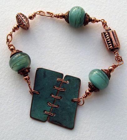 Armband, koppar och lampwork pärlor. Bracelet, copper and lampwork beads.