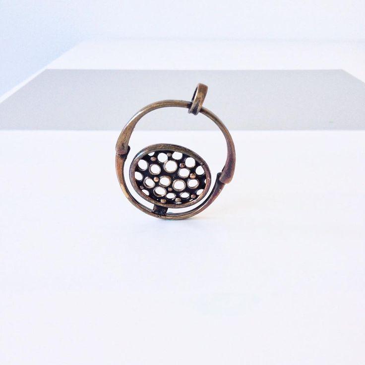 A bronze pendant by Jorma Laine in 1970s. #jormalaine #jewelryoftheday #bronzejewelry #jewelrydesign #finnishdesign #midcenturymodern #scandinaviandesign #modernjewelry #narrative #storyteller #turunhopea #suomalainenmuotoilu #vanha #vintagejewelry #vintagefinland #nordicjewelry #instajewelry #madeinfinland #1970s #turku #goldsmith #dailyfashion #pendant #pronssi