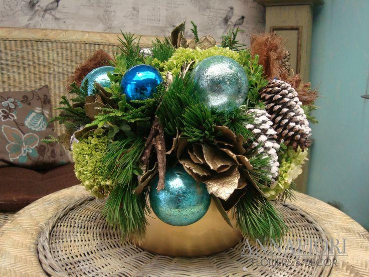 Arreglo floral centro de mesa navide o dorado con azul - Centros mesa navidenos ...