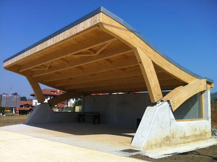 Marquesina de madera laminada con cubierta curva www - Estructura madera laminada ...