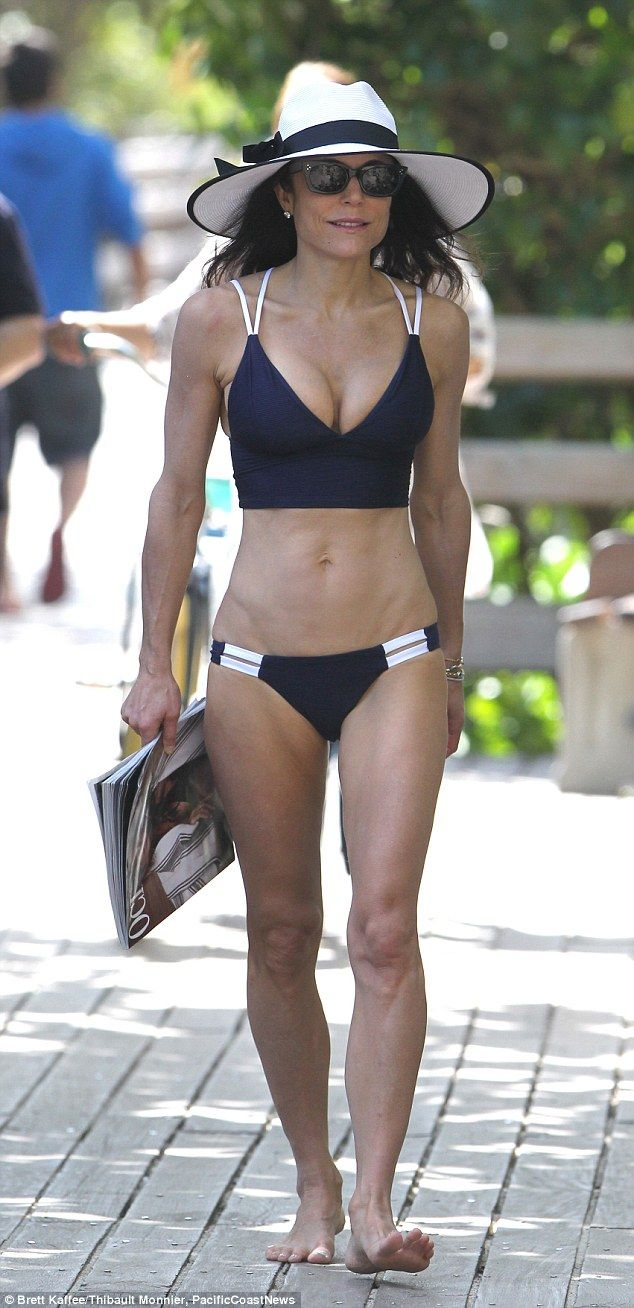Bethenny Frankel displays toned frame and washboard stomach #dailymail