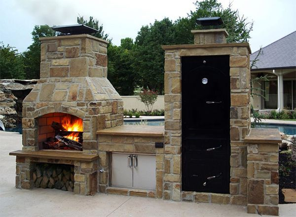 Big Pig™ Smoker with Island and Fireplace
