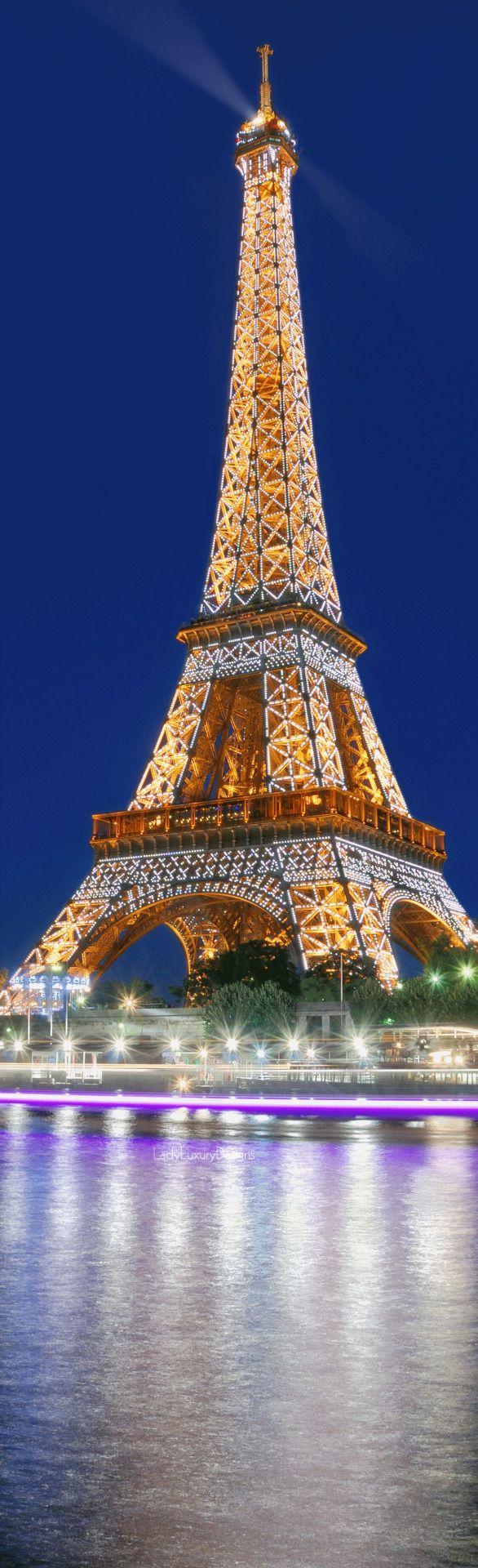 Eiffel Tower                                                                                                                                                     Mais