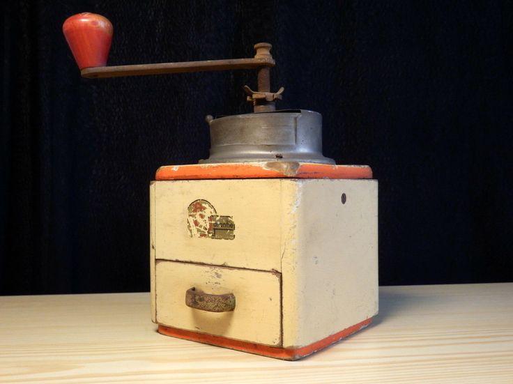 Vintage Antik B.O. Garantie No.80 T Futura Ouhrabkov Coffee Grinder