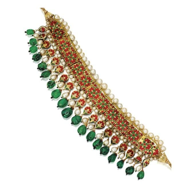 [Reverse] Emerald, Natural Pearl and Diamond 'Guluband', Rajasthan, 18th/19th century Composed of eleven square plaques, each decorated with kachnar ki patti green translucent enamel and set with a pear-shaped foil-backed diamond, bordered by natural pearls and supporting a deep fringe of emerald beads, natural pearls and similarly set diamond drops, the reverse of the mounts with safed chalwan enamel depicting red poppy plants and flowerheads, mounted in gold