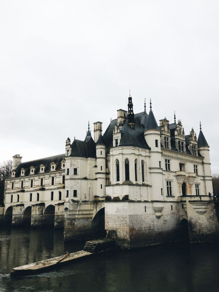-- Un viaggio da favola nella valle della Loira -- :-)  A sud di Parigi, in Francia, per un viaggio on the road in soli 4 giorni alla scoperta di 6 magnifici castelli immersi nella valle della Loira.  Clicca per scoprire di più e immergerti in questo fantastico mondo!  #splitmind #splitmindtravel #ontheroad #castelli #loira #francia #blog #lifestyle #travel