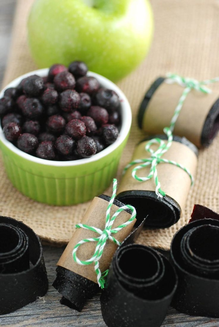 Sweet, chewy homemade Wild Blueberry fruit leather--no dehydrator needed! (sponsored)