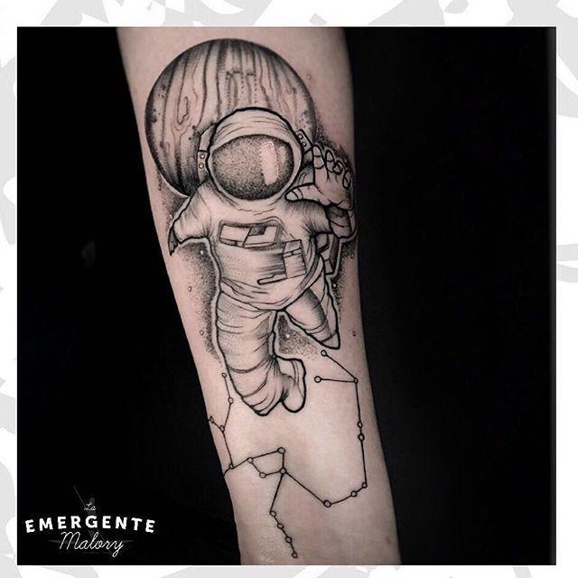 Feliz noche marineros #astronauta por @malorymorenoart #Bogota #tatuaje #tattoo #bngtattoo #dotwork #dotworktattoo #astronaut #constellationtattoo