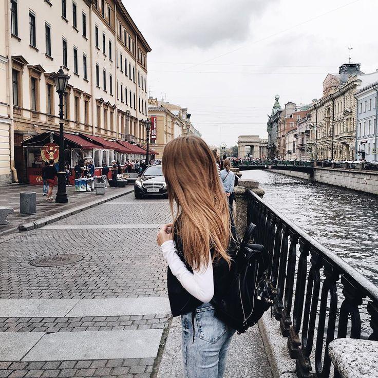 Arrived to St. Petersburg  Вот и приехали мы в Питер! Тут как обычно - дожди. Волосы, конечно, мокнут, но в остальном дождь не мешает ;) Дорога далась мне тяжело, все-таки на самолёте мне лично добираться комфортнее (хотя по времени и деньгам одинаково). Ещё немного погуляем и домой спать, потому что я совсем никакая и на большее сегодня не способна  #stpetersburg #петербург #питер