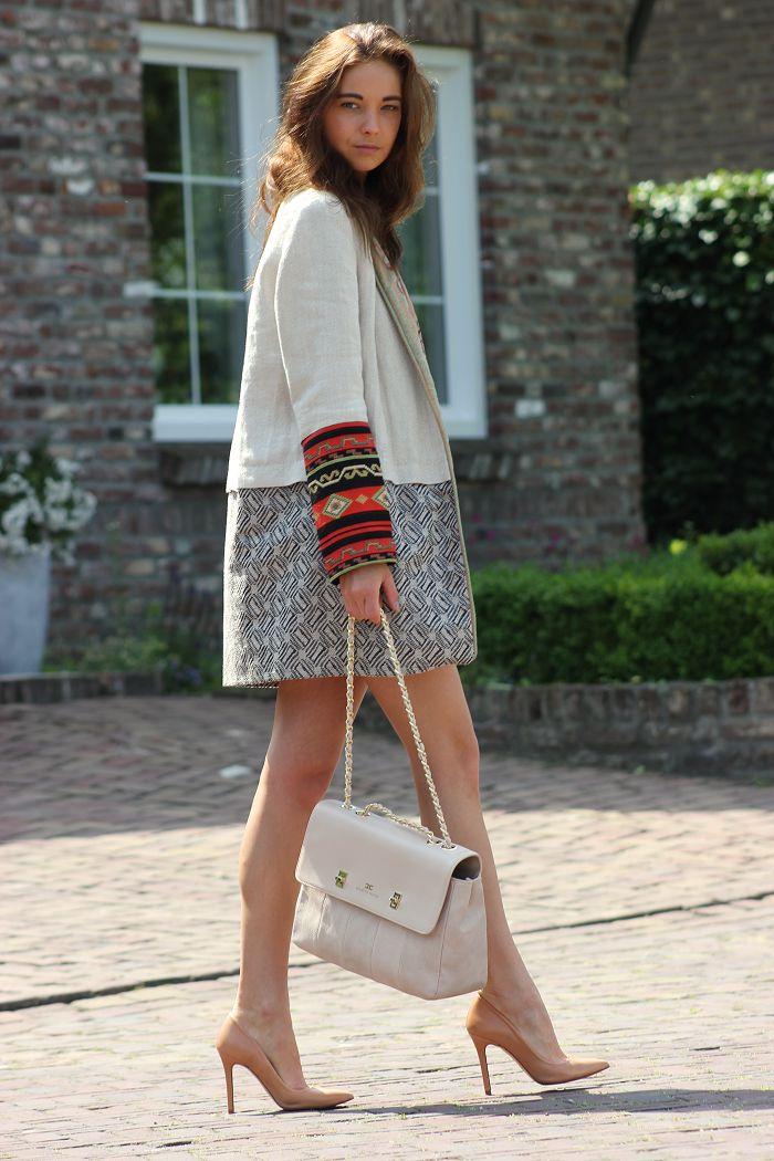 great coat - blogger - fashion style - - city chic - elegant