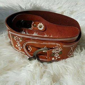 I just discovered this while shopping on Poshmark: LINEA PELLE Vintage Wide Leather Boho Belt. Check it out! Price: $56 Size: L, listed by joannafaye