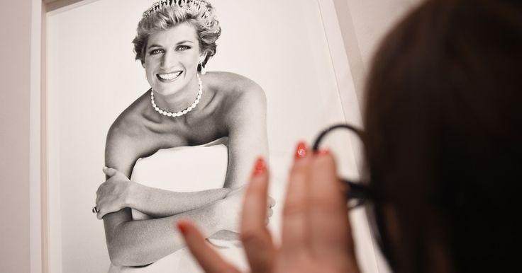 Felrobbantotta az internetet Diana hercegnő sötét titka, miszerint borzasztó házasságban éltek Károllyal, aki rossz férj és apa volt egyben. Viszont tudjuk, hogy minden éremnek két oldala van, nézzük ...