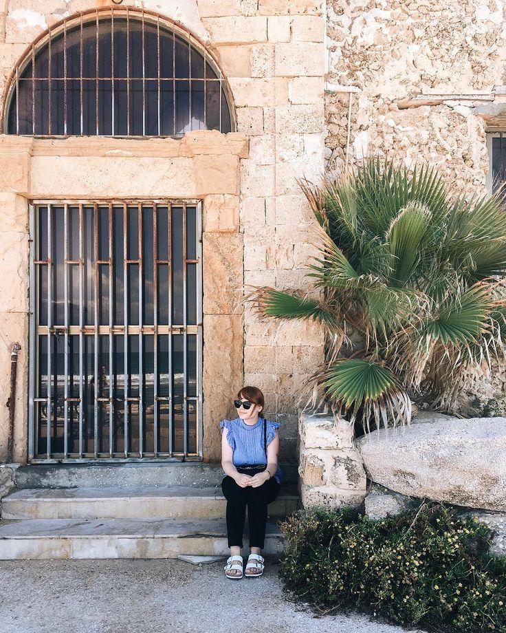 Für dieses Jahr ist es mit dem Reisen vorbei. Ich habe meinen einzigen Vorsatz, den ich in der Silvesternacht fasste, wahr gemacht und ein Stückchen mehr von der Welt gesehen. Der Rest von 2017 gehört also Hamburg und der Heimat. Aber 2018 werden die Koffer wieder neu gepackt... 🌍✈️ #wanderlust #exploremore #traveller #letsseetheworld #telaviv #israel #tlv #streetstyle #ninosy #happynori #whereisit #vacationmemories #latergram #vscogram