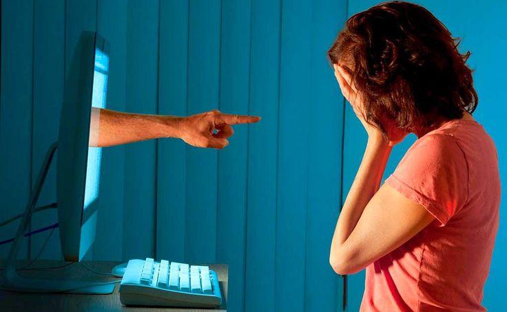 Los investigadores apuntan a que el ciber-depredador venía desarrollando esta actividad delictiva desde 2008 y que habría conseguido su objetivo en un centenar de ocasiones. Sigue...