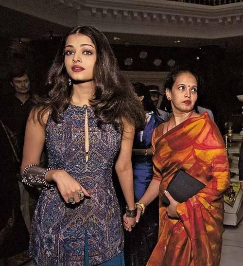 A rare pic of Aishwarya with her Mom