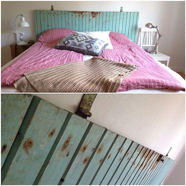 En gammal skafferidörr blev en sänggavel #sänggavel #återbrukamera #återbruk #pyssel #hemmagjord #sovrum