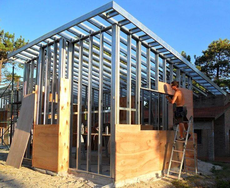 Observe acabamento para esquadrias e deiral. Construcción de casa con el sistema Steel Framing en Uruguay